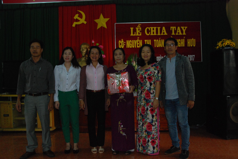 Lễ chia tay cô Nguyễn Thị Toán về hưu